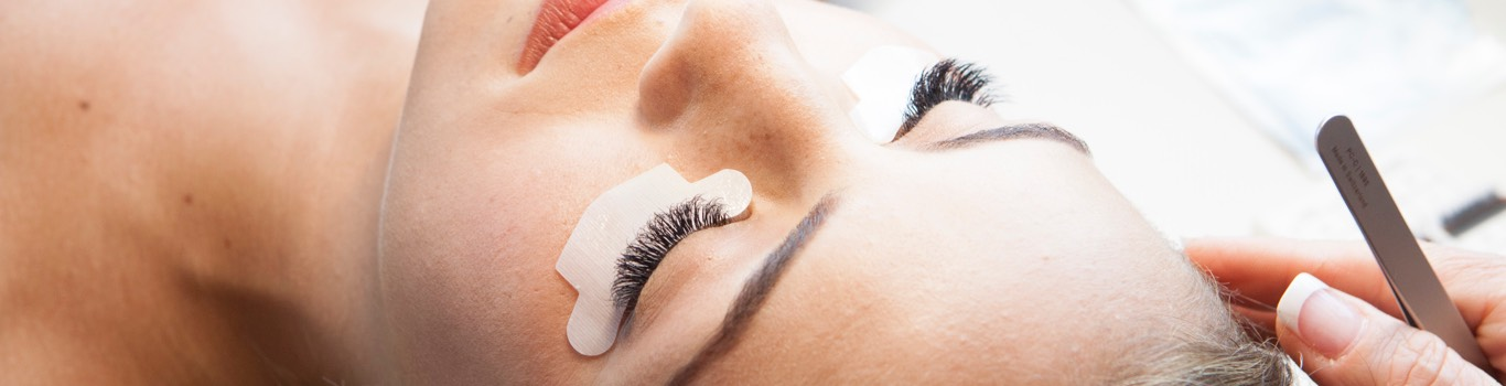 Learn about the Xtreme Lashes Application Experience and What to Expect