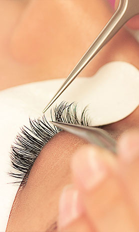 Lash Application by an Xtreme Lashes Stylist