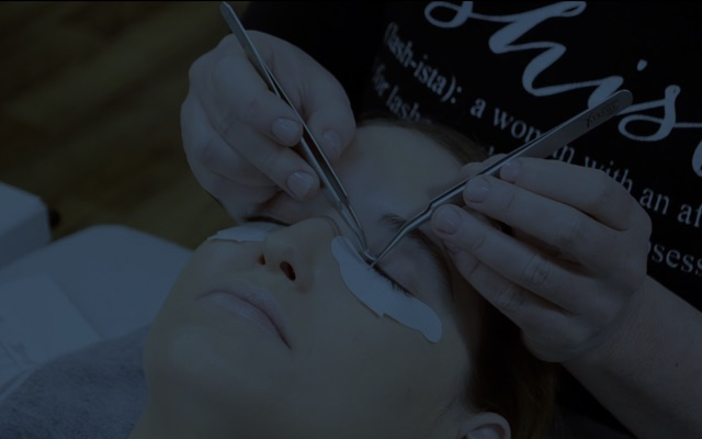Learn how to use this eyelash extensions tweezer at the Xtreme Lashes Online Academy
