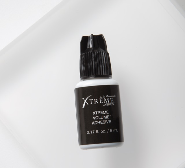 Xtreme Volume Adhesive for Mega Volume Lashes